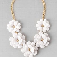 PROVINCETOWN FLORAL NECKLACE IN WHITE