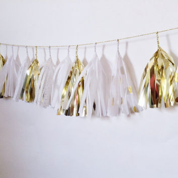 Mini Sparkling Sugar Tassel Garland (Gold, White, and Gold Polka Dots)