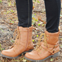 Fasten Up Combat Boots: Cognac | Hope's