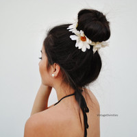 White Daisies Flower Bun Wrap