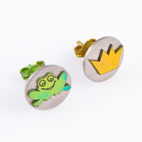 Frog prince earrings,frog crown,frog earring,fairy tale jewelry,girly earring,hypoallergenic post earring,animal stud earring,titanium stud.