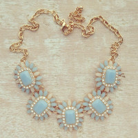 PASTEL BLUE SPARKLING NECKLACE