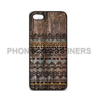aztec iPhone case iPhone 4s case iPhone 4 case iPhone 5 case Iphone 5s case beautiful aztec on wood pattern