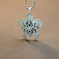 Turtle necklace with sea flower in sterling silver