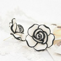 Lovely roses stud earrings