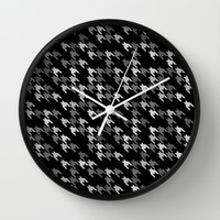 Toothless Black and White Wall Clock by Project M