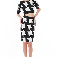Black and White Houndstooth Print Two Piece Skirt & Crop Top #houndstooth #blackandwhite #chic #trendy #print #streetstyle #streetwear