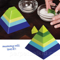PYRAMID SCHEME MEASURING CUPS