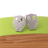 silver plated owl stud earrings on bythecoco