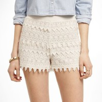 2 1/2 INCH TIERED CROCHET SHORTS