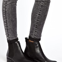 New Look Darcy Low Flat Chelsea Boots
