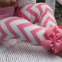 Baby Girl Leg Warmers -- Pink chevron bow leg warmers-- Wonderful Baby Shower gift