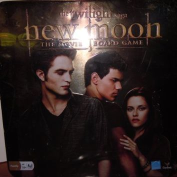The Twilight Saga New Moon the Movie Board Game in a Tin