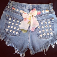 New High waisted denim short with floral bow and studs by Jeansgonewild