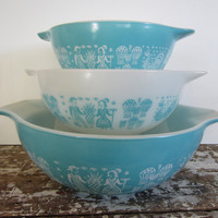 Turquoise Pyrex Cinderella Bowls Amish by VintageShoppingSpree