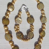 "Necklace & Bracelet Set - Mother of Pearl and Shell Pearl - ""Golden Fantasia"""