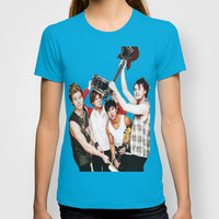 5sos on teen now T-shirt by kikabarros