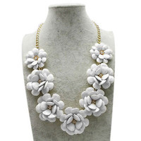 White Flower Gold Chain Necklace Rhinestone Acrylic Beads Bib Statement A02