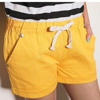Graceful Pure Color Halter Girdle Pleated Short Yellow-Wholesale Women Fashion From Icanfashion.com