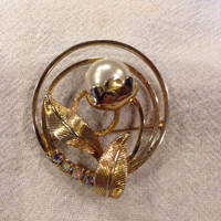 Vintage Pearl Rhinestone Gold Brooch Pin Flower Eternal Circle Costume Jewelry
