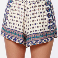 Intricate Incident Ivory Print Shorts