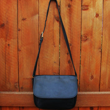 vintage NAVY COACH leather messenger crossbody bag. made in USA. 0712-935