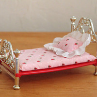 Vintage Strawberry Shortcake Berry Happy Home Dollhouse Furniture- Bed with Bedding