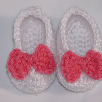 Newborn Booties in White with Pink Bow by staceyLynnCreates