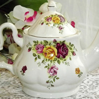 Large English Teapot with Roses and Gold Trim - Staffordshire, England - 6 cups