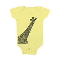 Giraffe Design Baby Clothes for Boy or Girl - One piece Bodysuit Romper - in 5 Colors 4 Sizes