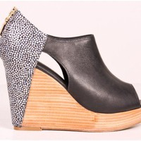 Oak | rebecca minkoff trott cutout wedge blk pebbles