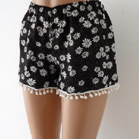 Pom Pom Shorts. Black and White Daisy print