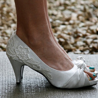 Ivory Bridal Heel With Venise Lace Applique Size 10 by walkinonair