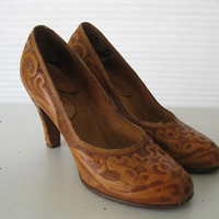 vintage TOOLED pin up LEATHER pumps GORGEOUS by poppyfrockvintage