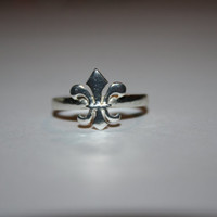 Size 8 1990's Sterling Silver fleur de lis Summer Jewelry Free US Shipping
