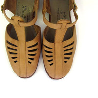 vintage brown leather sandals. women's cut out shoes / 10.5
