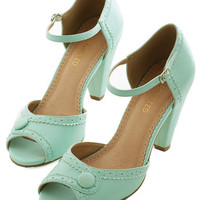 Restricted Vintage Inspired Marvelous Maven Heel in Mint