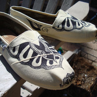 tattoo like design hand drawn on TOMS shoesmade to by ArtfulSoles