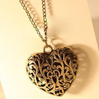 Vintage Hollowed-out Heart Pendant Chain Necklace at Online Jewelry Store Gofavor