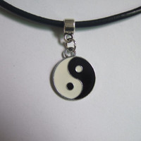 Yin Yang Charm On A Black Leather Choker Necklace Boho Hippy Brand NEW 90's Jewelry