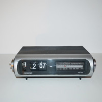 Vintage Soundesign Flip Clock Radio Alarm Clock Radio Flip Clock AM/FM Radio Photo or Movie Prop