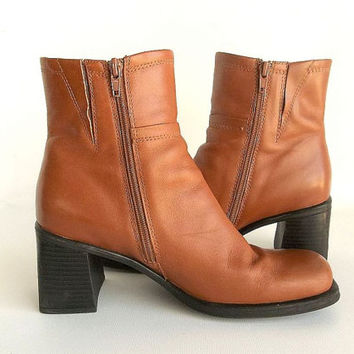 Vintage Leather Bass Boots caramel brown chunky heel side zip ankle boots, Hipster Boho women's size 8.5 booties NICE!