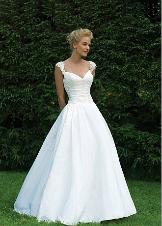 Buy discount Stunning Taffeta Ball Gown V-shaped Neckline Bridal Gown With Lace Appliques,Beading and Rhinestones at dressilyme.com