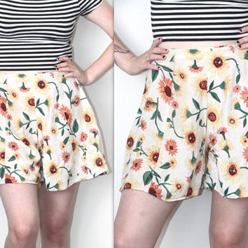 Vintage 90s Hipster // Drapey Sunflower Floral Shorts // White Multi // High Waisted Grunge // XS Extra Small / Small / Medium