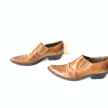 size 9.5 GUESS chelsea ankle boots / southwestern slip on leather booties
