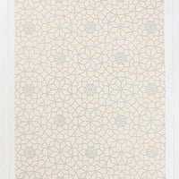 Star Tile 5x7 Rug in Grey and Ecru - Urban Outfitters
