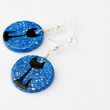 Black cat charm earrings. Gifts for cat lovers. Royal blue earrings with white snow dots. Blue dangle earrings. Unique handmade earrings.
