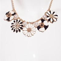 Bold and Blossoming Flower Necklace Set - Cream