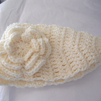 SPRING SALE!!  Crochet Headband Earwarmer in ivory cream Ladies size Handmade