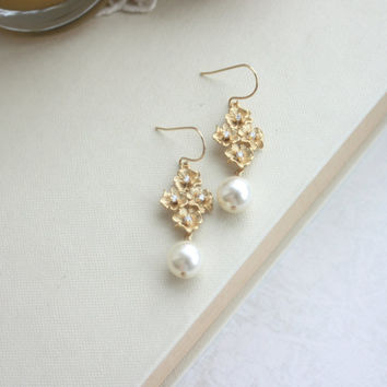 Cherry Blossoms, Ivory Round Pearl Drop Dangle Earrings. Modern Gold Flower Earrings. Bridesmaids Gift. Nature Inspired. Cubic Zirconia.